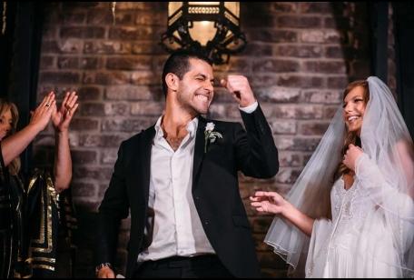 חתן מאושר חתונה אורבנית